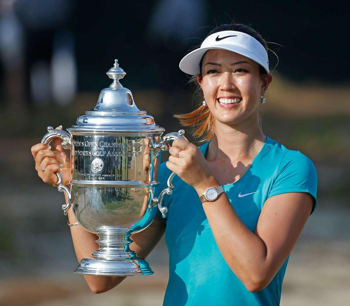 Michelle Wei는 Pinehurst에서 열린 2014 US 오픈에서 우승 한 최초의 아시아계 미국인 골퍼가되었습니다.