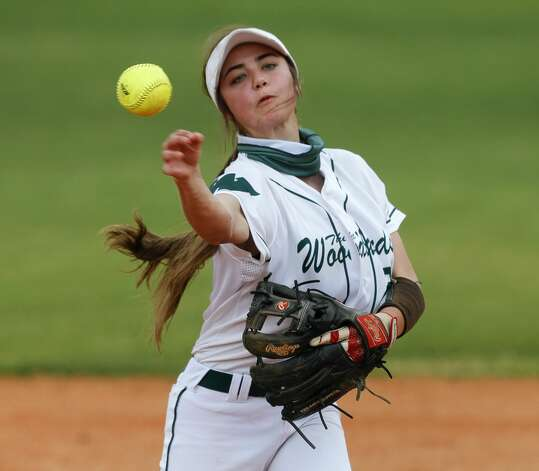 The Woodlands shortstop Sydney Hale (2) throws to first during the third inning of a high school softball game at The Woodlands High School, Saturday, Feb. 27, 2021, in The Woodlands. Photo: Jason Fochtman/Staff Photographer / 2021 © Houston Chronicle