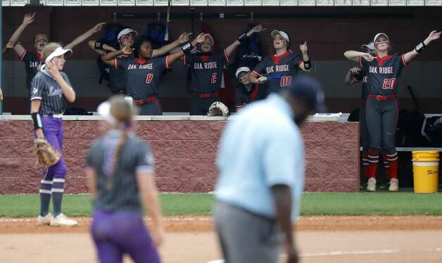 during the first inning of a District 13-6A high school softball game at Willis High School, Friday, April 16, 2021, in Willis. Photo: Jason Fochtman/Staff Photographer / 2021 © Houston Chronicle