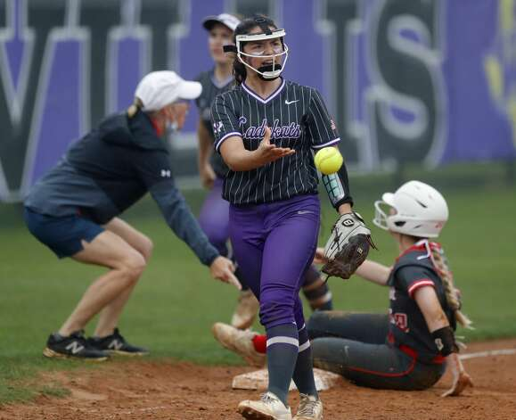 Willis third baseman Hannah Hartman (7) reacts after tagging out Abby Henderson #20 of Oak Ridge to end the top of the fifth inning of a District 13-6A high school softball game at Willis High School, Friday, April 16, 2021, in Willis. Photo: Jason Fochtman/Staff Photographer / 2021 © Houston Chronicle