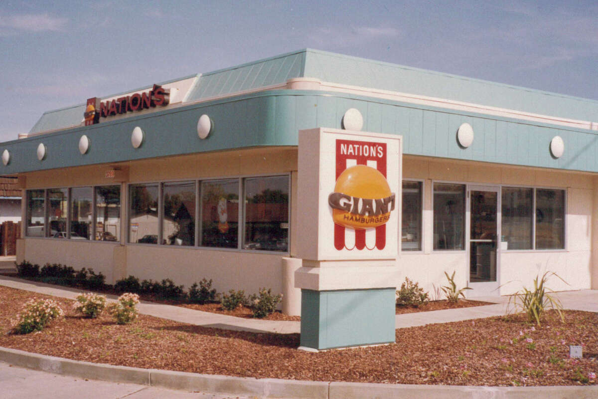 The Pittsburg location of Nation's Giant Hamburgers.