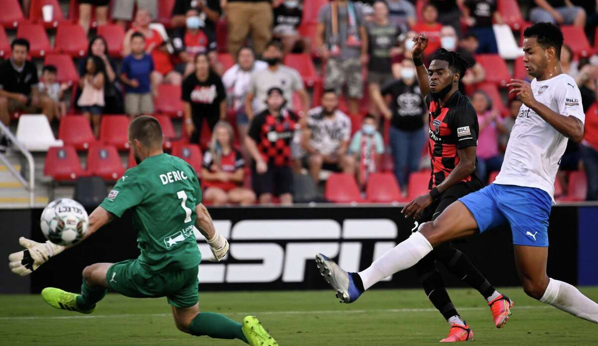 SAFC's Marcus Epps, second from right, watches his shot head into the net for a goal during the 40th minute against Rio Grande Valley FC on Saturday at Toyota Field.