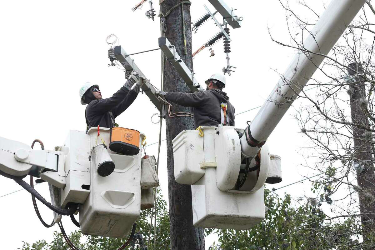 CPS crews work on lines on the grounds of the McNay Art Museum on January 17, 2018. Thousands of CPS customers lost power on Friday or Saturday as a result of severe weather, and the city opened five cooling centers on Sunday.