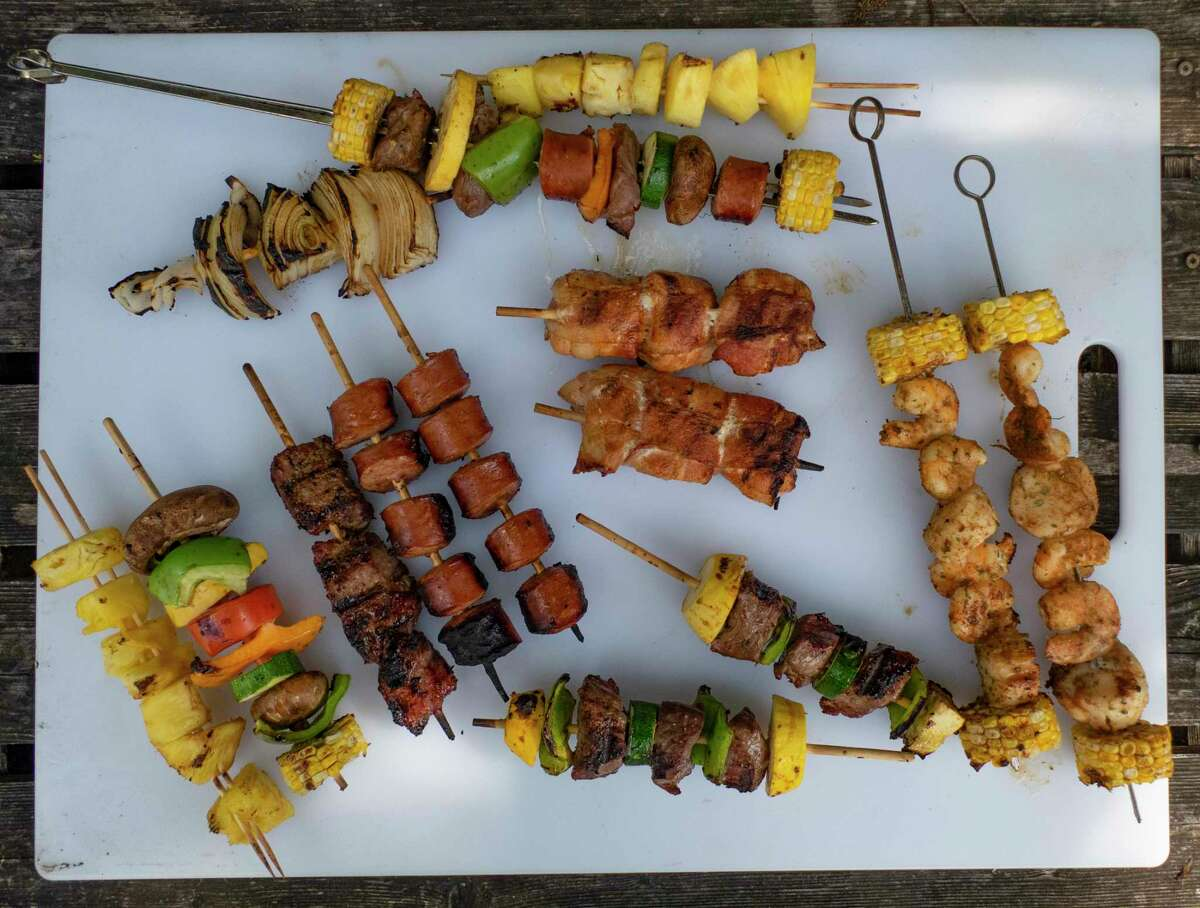 A tray of finished backyard kabobs are ready to be enjoyed.