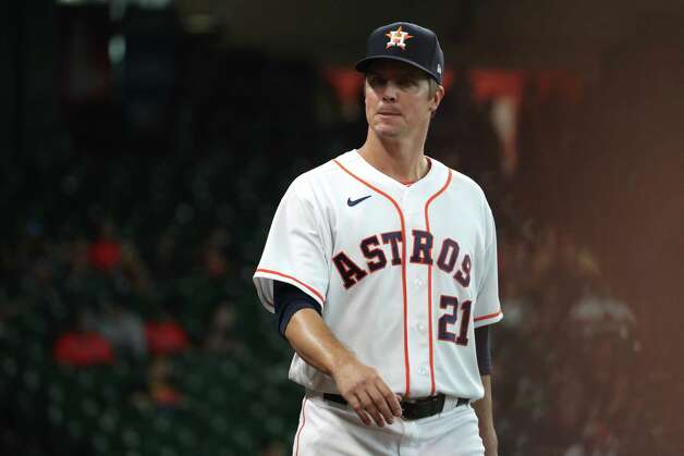 Houston Astros starting pitcher Zack Greinke (21) walks out to the bullpen before a major league baseball game against the San Diego Padres Sunday, May 30, 2021, at Minute Maid Park in Houston. Photo: Brett Coomer, Staff Photographer / © 2021 Houston Chronicle