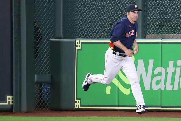 Houston Astros starting pitcher Zack Greinke (21) jogs in the outfield warming up before a major league baseball game against the San Diego Padres Sunday, May 30, 2021, at Minute Maid Park in Houston. Photo: Brett Coomer, Staff Photographer / © 2021 Houston Chronicle