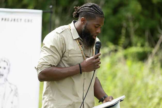Mister Rhennard Alexander, NFL Texan Veteran Linebacker, read a poem during the 4th Annual Memorial Day Celebration at the Sweet Rest Cemetery, Monday, May 31, 2021, in Tamina. The cemetery was officially designated as a historical area after a nine-month long process led by the The Tamina Cemetery and Community Project CDC. Photo: Gustavo Huerta, Houston Chronicle / Staff Photographer / Houston Chronicle © 2021