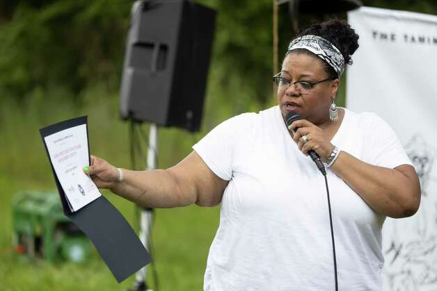 Angela Leveston Johnson reads the dedication of Sweet Rest during the 4th Annual Memorial Day Celebration at the Sweet Rest Cemetery, Monday, May 31, 2021, in Tamina. The cemetery was officially designated as a historical area after a nine-month long process led by the The Tamina Cemetery and Community Project CDC. Photo: Gustavo Huerta, Houston Chronicle / Staff Photographer / Houston Chronicle © 2021