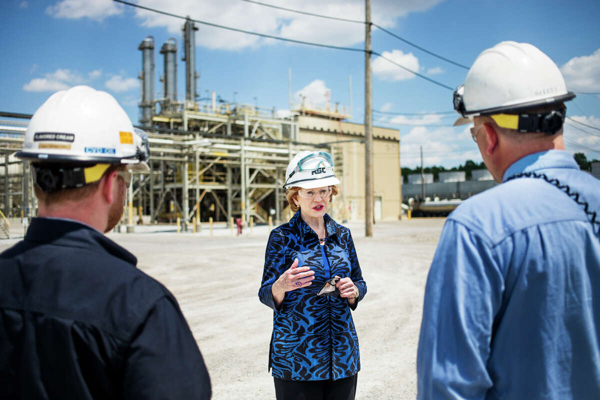 U.S. Sen. Debbie Stabenow speaks with chemical engineers at Hemlock Semiconductor during a visit to the facility to discuss her efforts to advance the next generation of American manufacturing Tuesday, June 1, 2021. (Katy Kildee/kkildee@mdn.net)