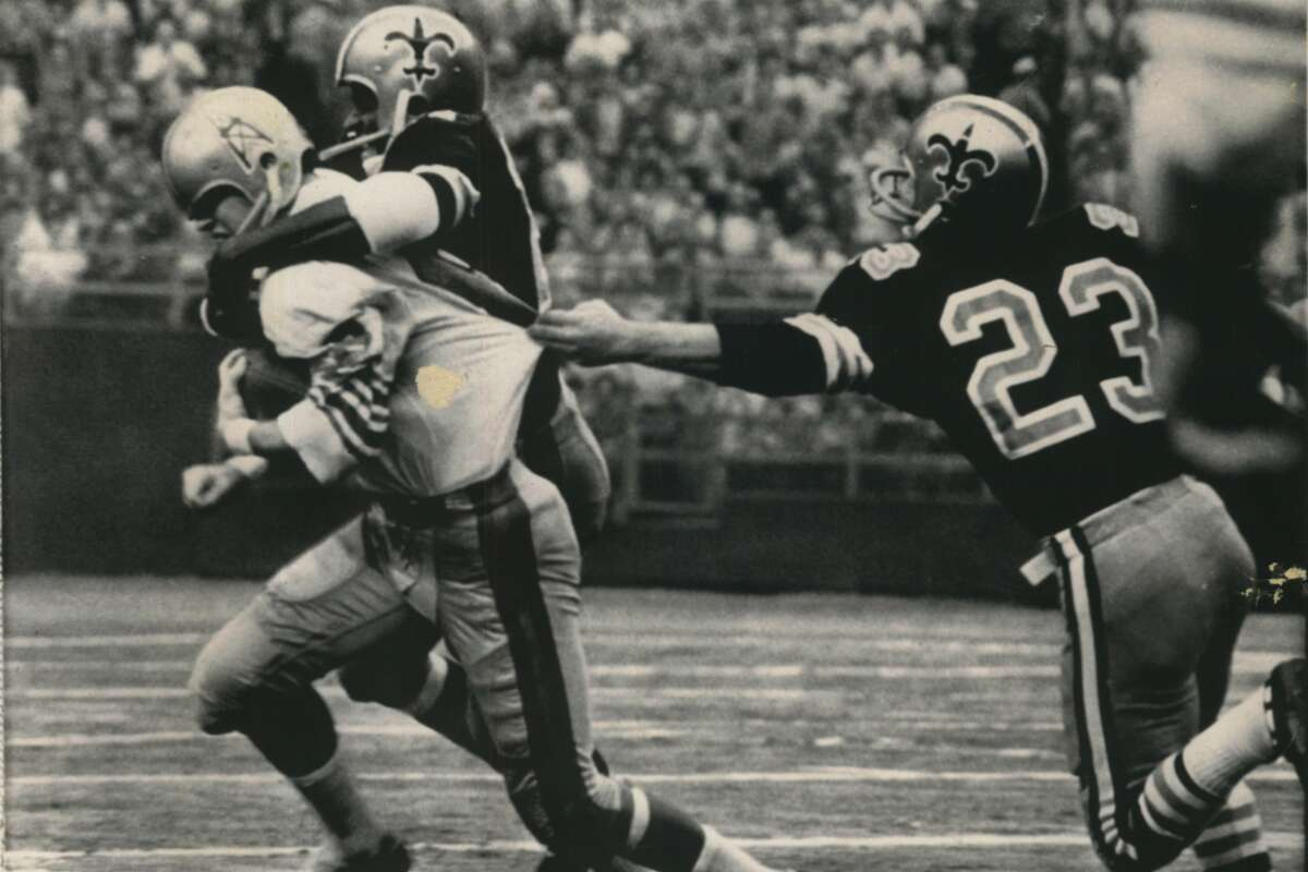 Jim Beirne, pictured here in a game against the Saints, had a reputation for being a fearless receiver during his NFL career. He died last week at age 74 due to complications from Alzheimer's disease.
