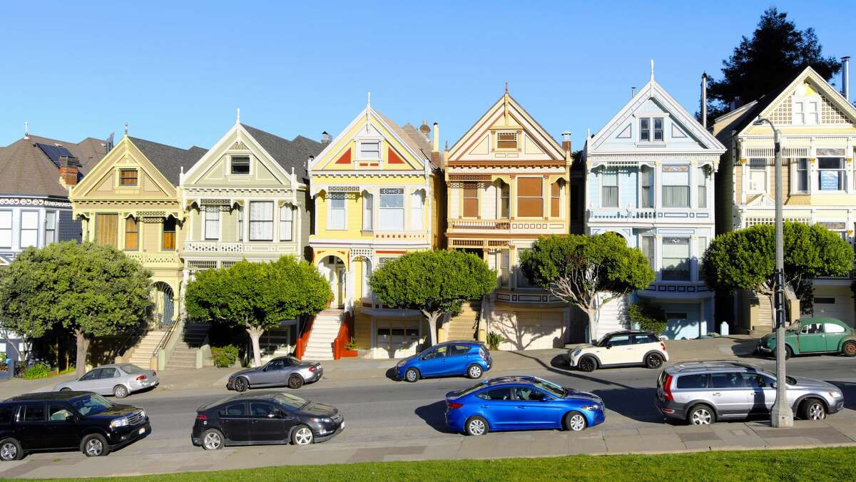 The Painted Ladies, Victorian and Edwardian houses and buildings repainted in three or more colors, are on Steiner Street, facing Alamo Square.