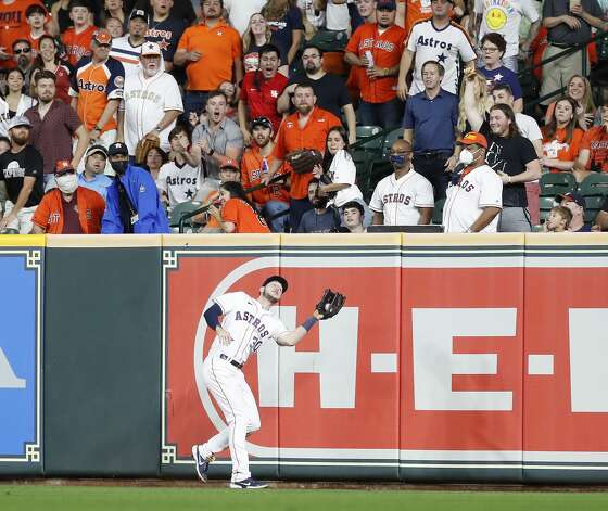 Houston Astros right fielder Kyle Tucker (30) catches Boston Red Sox Xander Bogaerts'fly out during the sixth inning of an MLB baseball game at Minute Maid Park, Tuesday, June 1, 2021, in Houston. Photo: Karen Warren/Staff Photographer / @2021 Houston Chronicle