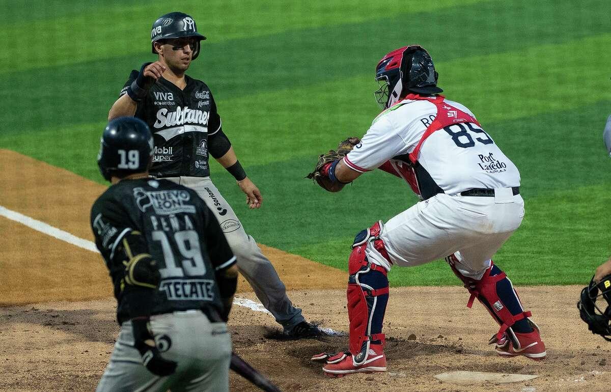 The Tecolotes Dos Laredos fell to the Sultanes de Monterrey 3-2 on Wednesday at Uni-Trade Stadium.
