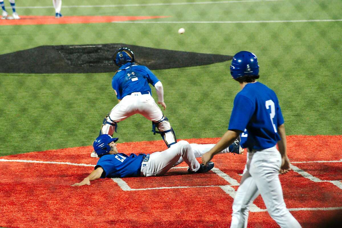 Barbers Hill'sJace Martinez (5) slides to beat the throw Friendswood'sDylan Maxcey (1).
