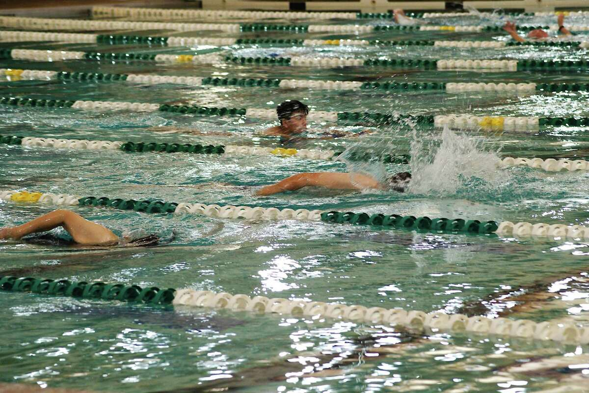 Summer aquatic activity and programs are in full swing at the Pearland Recreation Center and Natatorium. Swimmers may reserve lanes at the Pearland Natatorium to swim laps.