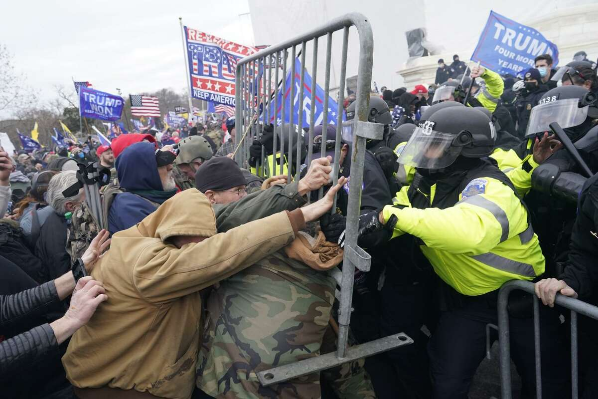Protesters attempt to force their way through a police barricade in front of the U.S. Capitol on Jan. 6, 2021, in Washington, D.C. (Kent Nishimura/Los Angeles Times/TNS)