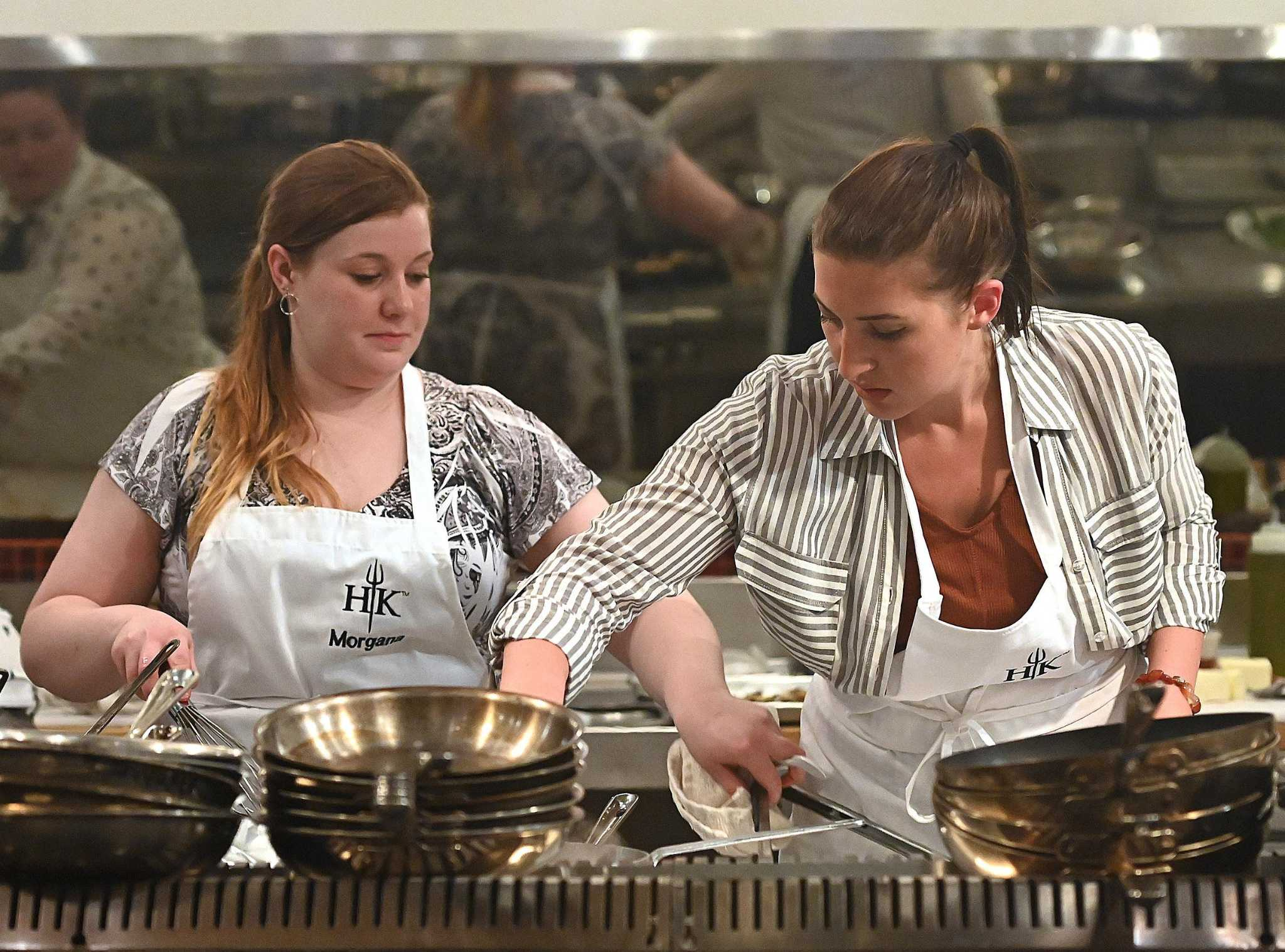Ct Chef Impresses Idol Gordon Ramsay As Contestant On Hell S Kitchen Young Guns