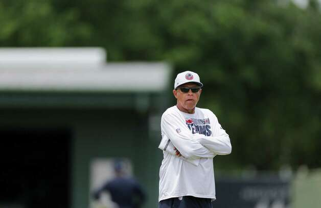 Houston Texans head coach David Culley watches his players during an OTA practice at the Houston Methodist Training Center on Thursday, June 3, 2021, in Houston. Photo: Godofredo A. Vásquez, Staff Photographer / © 2021 Houston Chronicle