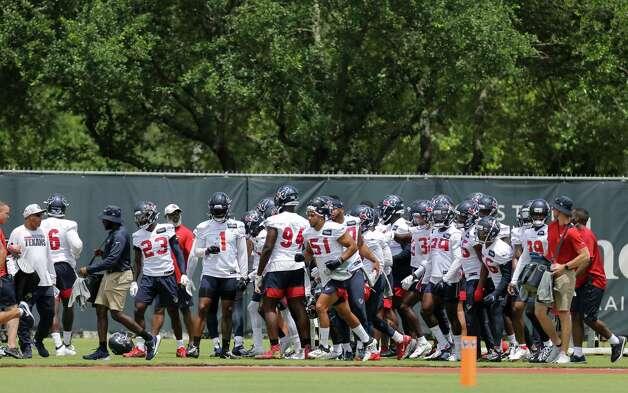 Houston Texans defensive players break into different units during an OTA practice at the Houston Methodist Training Center on Thursday, June 3, 2021, in Houston. Photo: Godofredo A. Vásquez, Staff Photographer / © 2021 Houston Chronicle
