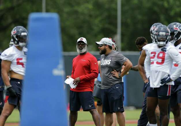 Houston Texans defensive coordinator Lovie Smith, center, and linebackers coach Miles Smith, who is Lovie's son, watch players during an OTA practice at the Houston Methodist Training Center on Thursday, June 3, 2021, in Houston. Photo: Godofredo A. Vásquez, Staff Photographer / © 2021 Houston Chronicle