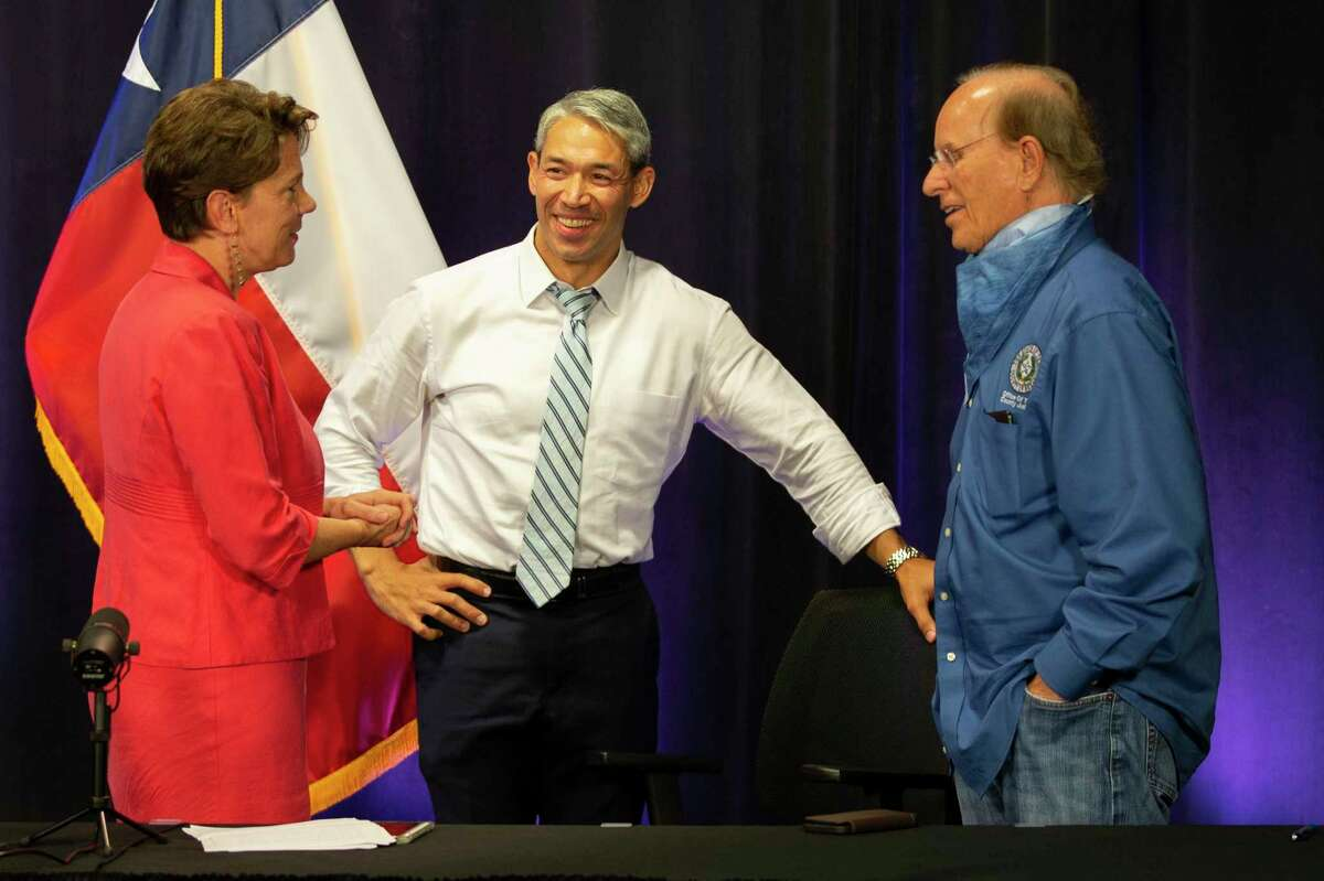 Thursday night, San Antonio Mayor Ron Nirenberg and Bexar County Judge Nelson Wolff signed off on the community's final COVID-19 nightly briefing after more than a year.