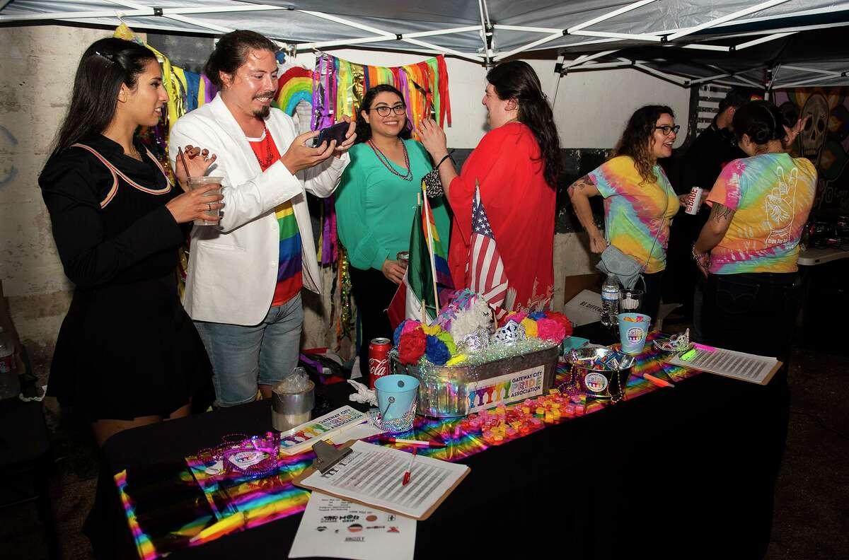 ARCHIVO- La asociación Gateway City Pride Association da inicio al Mes del Orgullo Gay en Cultura Beer Garden, el jueves 3 de junio de 2021. La organización sin fines de lucro, llega este mes de octubre a su primer aniversario.