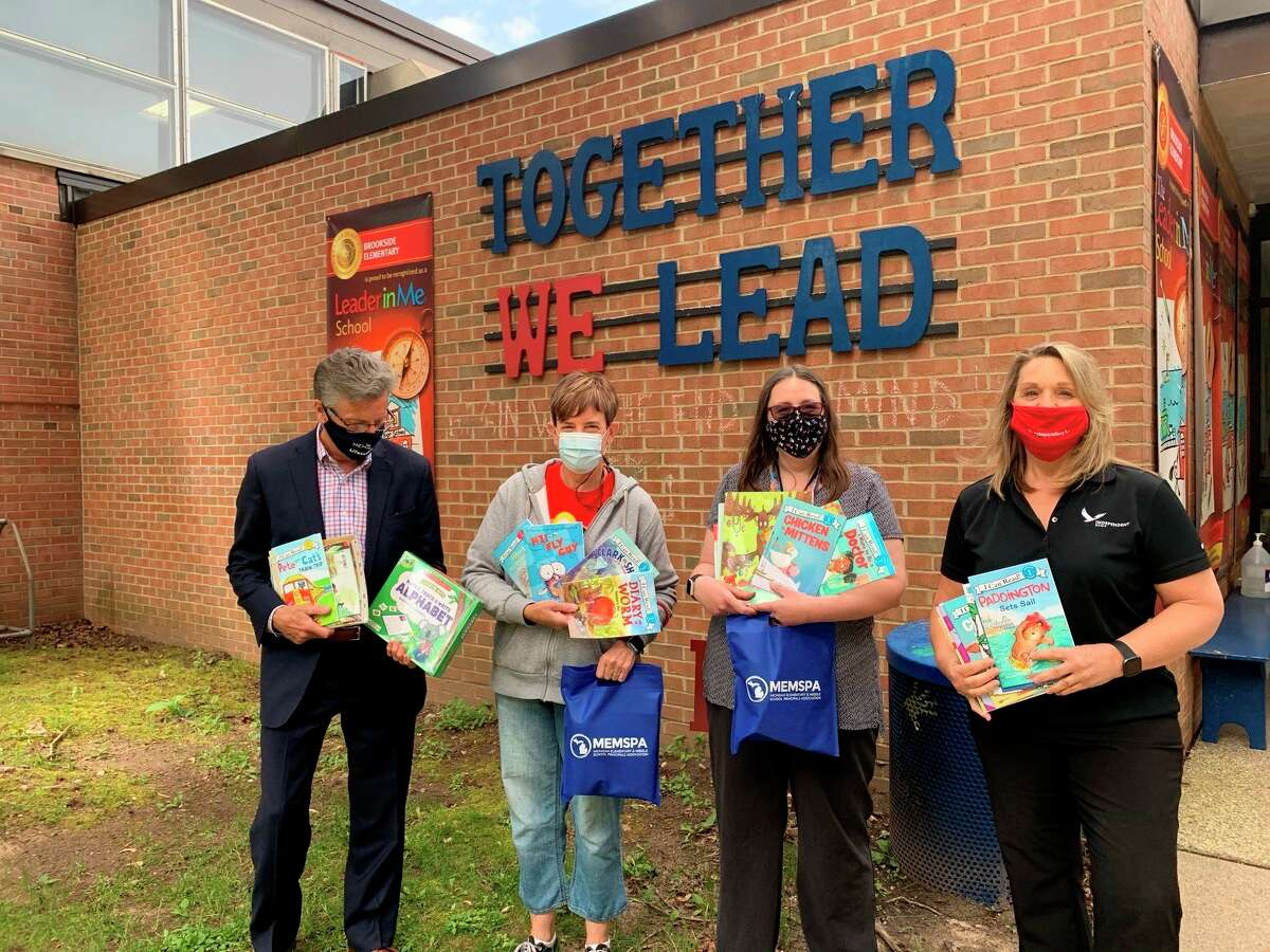 Brookside Elementary teacherKari Rayburn (third from left) was one out of ten educators in the state of Michigan awardeda classroom library from the 2021 MEMSPA Foundation Blogging for Books Campaign. (Courtesy/Leah Lipar)