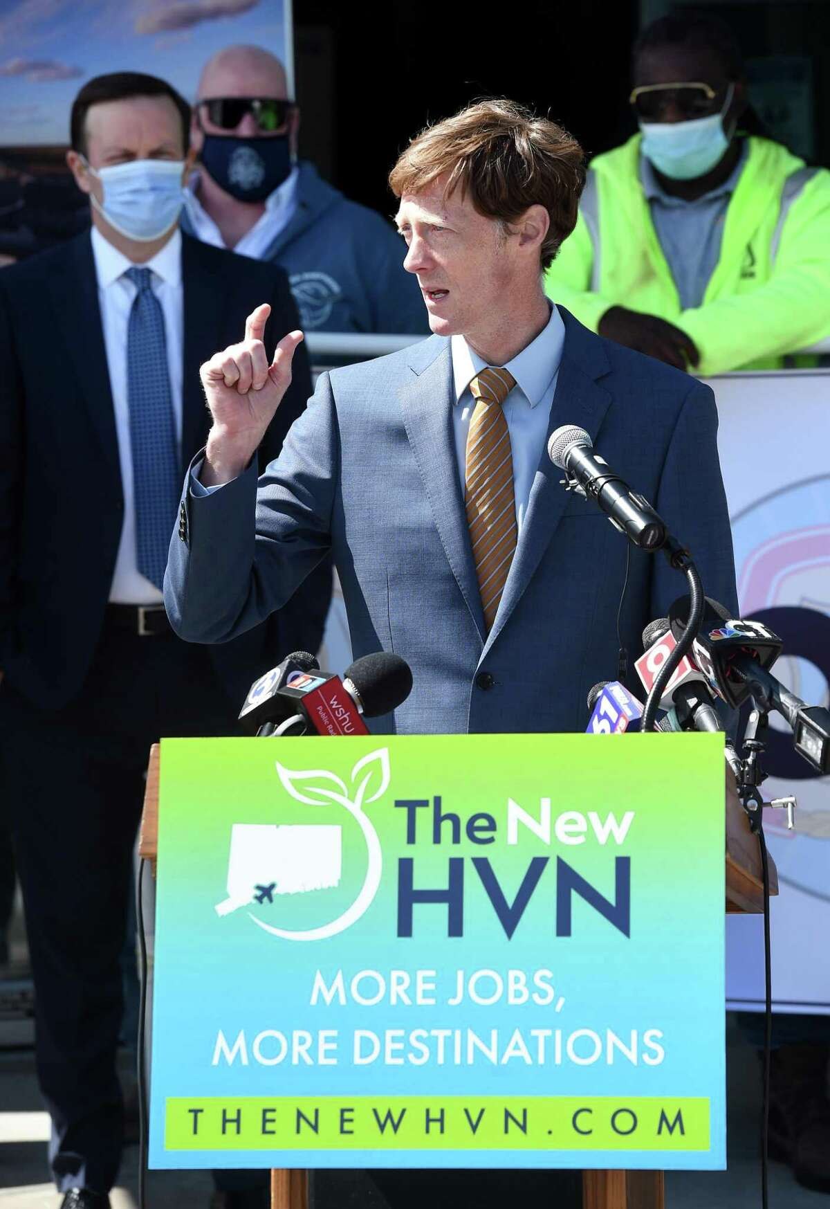 New Haven Democrats endorsed Mayor Justin Elicker for a second term after Karen DuBois-Walton dropped out.