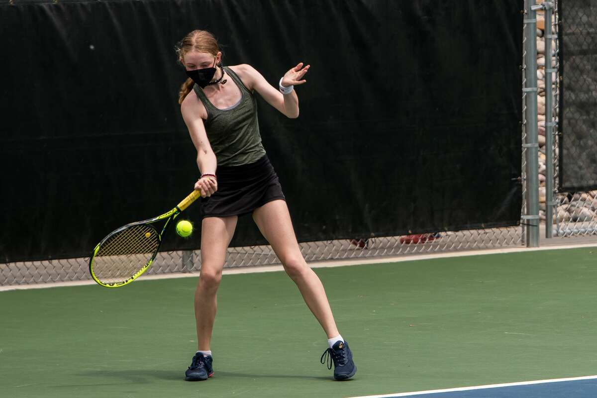 Dow High's Laura Leiti returns a shot during a May 20, 2021 regional match at the Greater Midland Tennis Center.