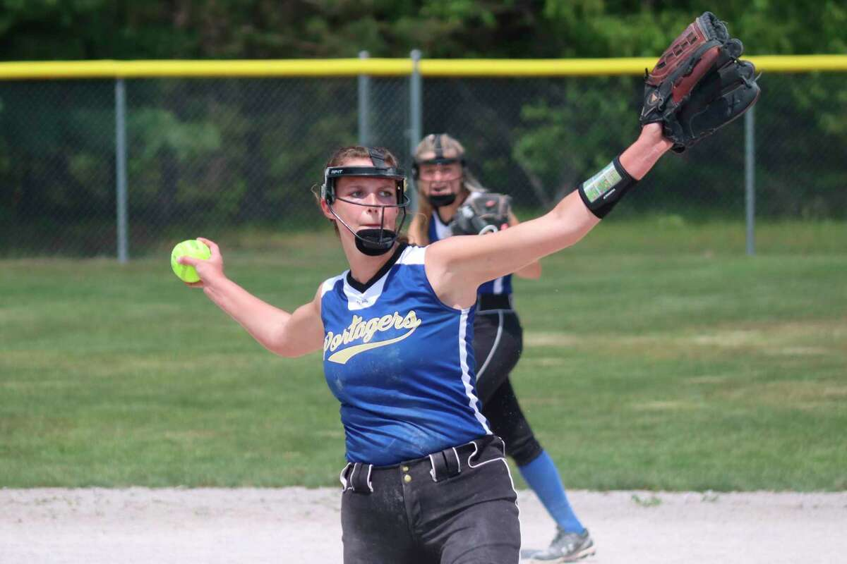 Sophie Wisniski pitches for Onekama against Frankfort in districts on June 4. (Robert Myers/News Advocate)