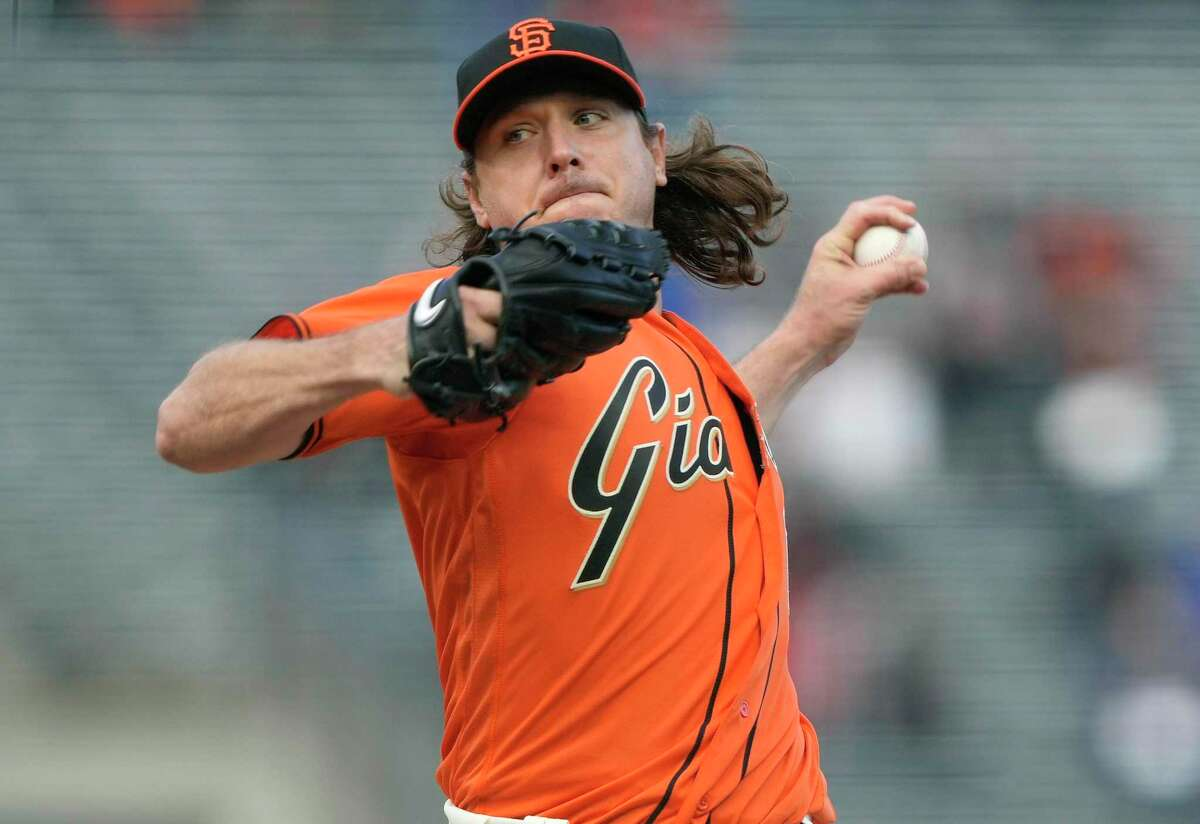 Giants left-hander Scott Kazmir pitches against the Chicago Cubs in the top of the first inning at Oracle Park on Friday. He was designated for assignment on Saturday.