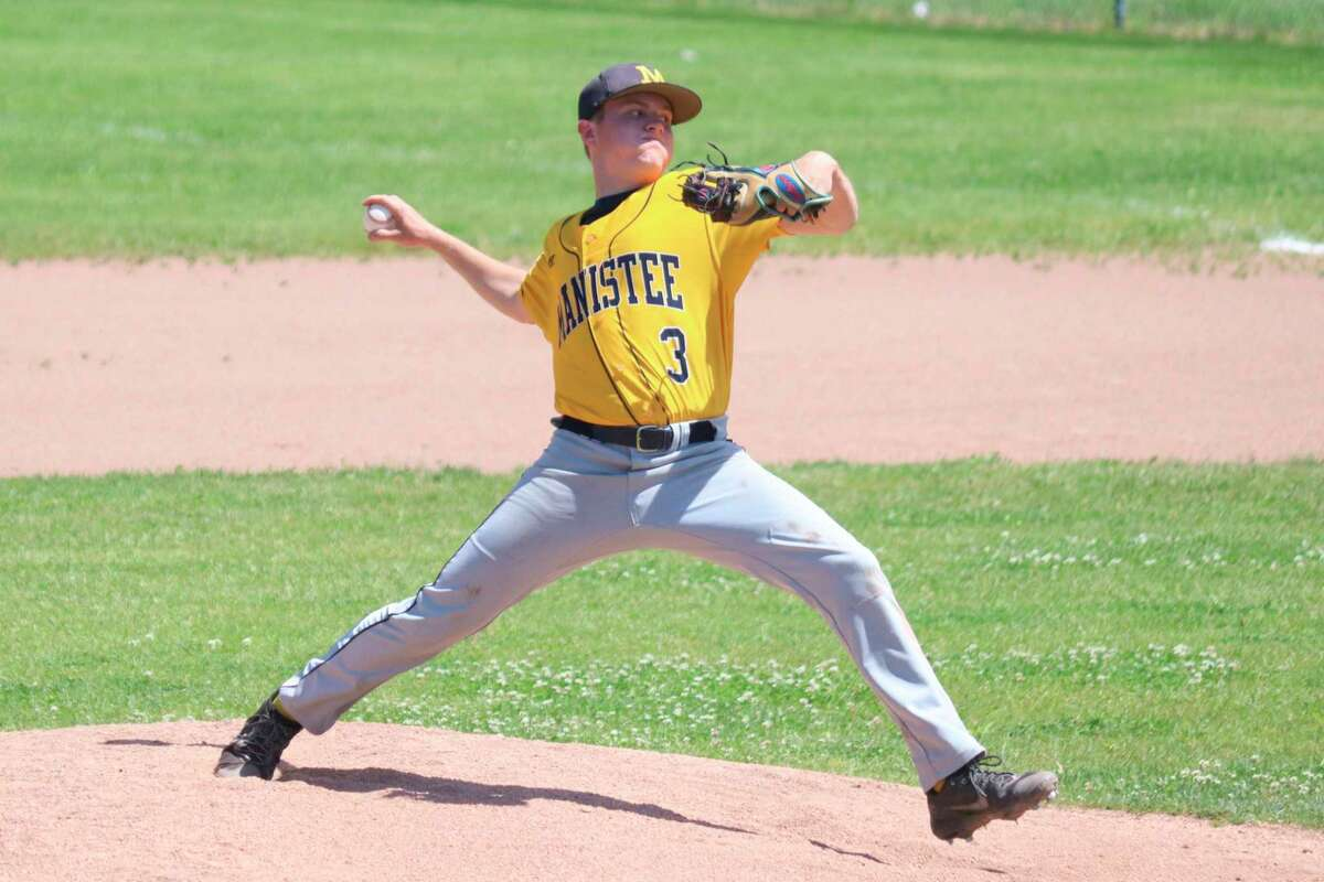 Jeffery Huber pitches against Benzie Central in the district championship game on June 5. (Robert Myers/News Advocate)