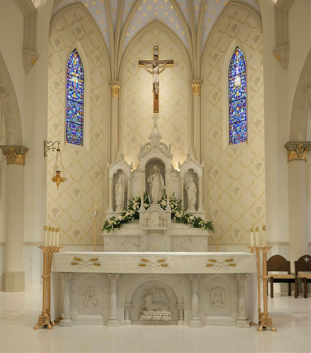 La Catedral San Agustín luce un nuevo rostro después de una remodelación que duró más de dos años y tuvo un costo de 8 millones de dólares. El domingo se llevó a cabo una celebración eucarística para celebrar la reapertura de la iglesia.