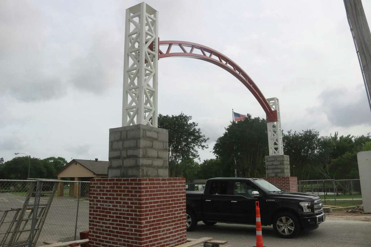 When visitors leave Bay Area Park now, they'll be driving under brand-new archways, located at both the entrance and exit.