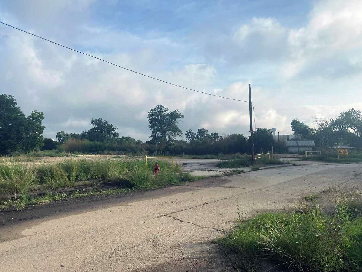 Last month, Lifshutz Companies purchased nearly 4.6 acres at 421 Roosevelt Ave., which is next to Roosevelt Park and across the San Antonio River from the former Lone Star Brewery complex.
