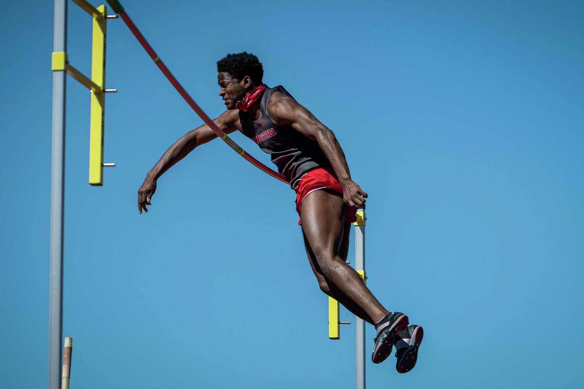 Christyan Sampy qualified for NCAA in pole vault for UH.