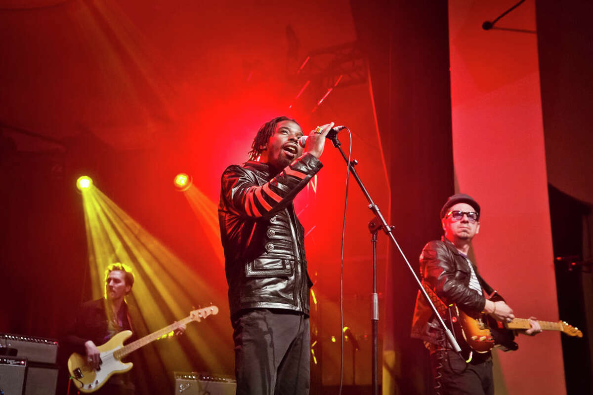 BERLIN, GERMANY - FEBRUARY 19: (EXCLUSIVE COVERAGE) (L-R) Eric Burton and Adrian Quesada of the American band Black Pumas perform live on stage during a concert at the Metropol on February 19, 2020 in Berlin, Germany. (Photo by Frank Hoensch/Redferns)