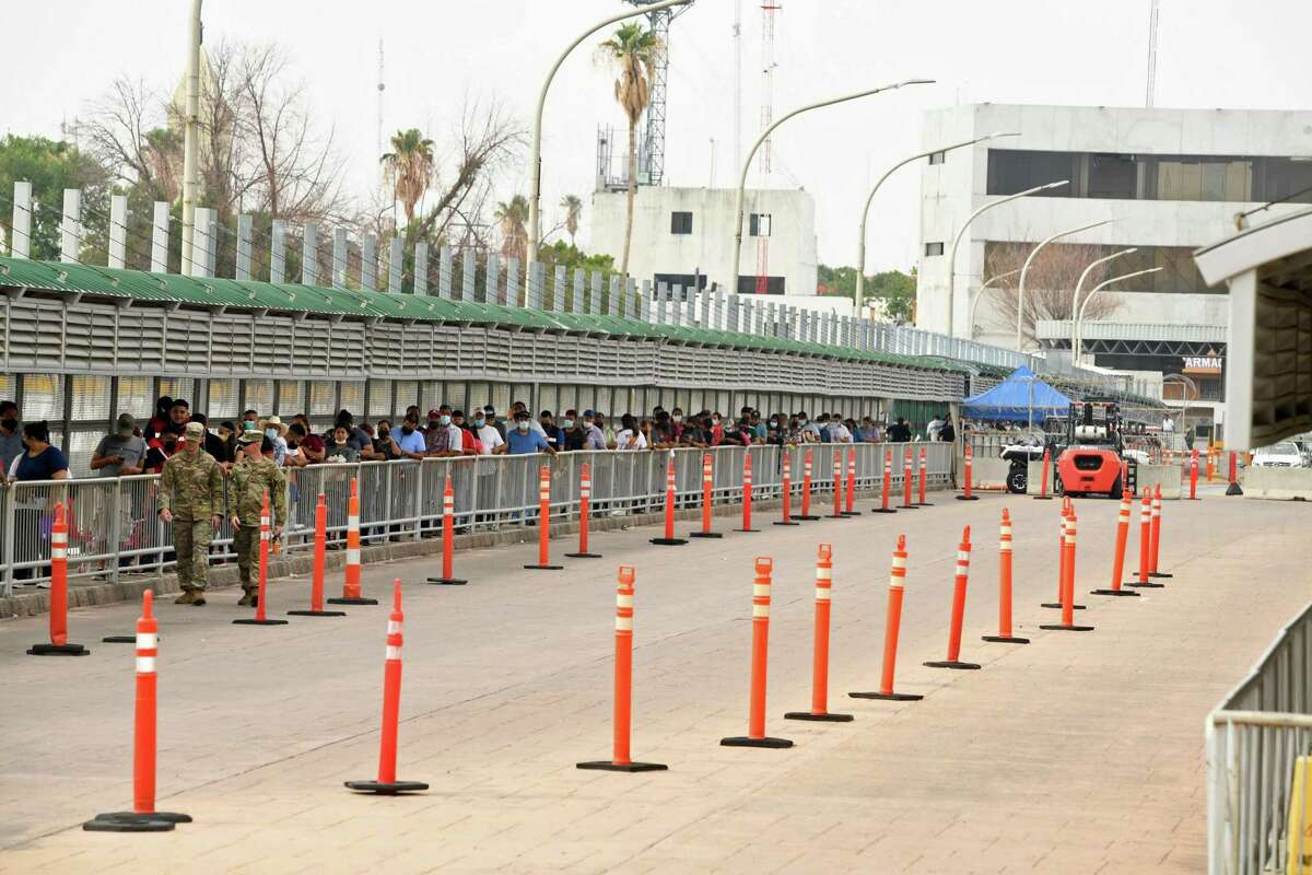 A queue is formed past the CBP bridge station that monitors incoming traffic from Mexico. As per Title 42, station agents can also deny entry to Mexican nationals seeking asylum.