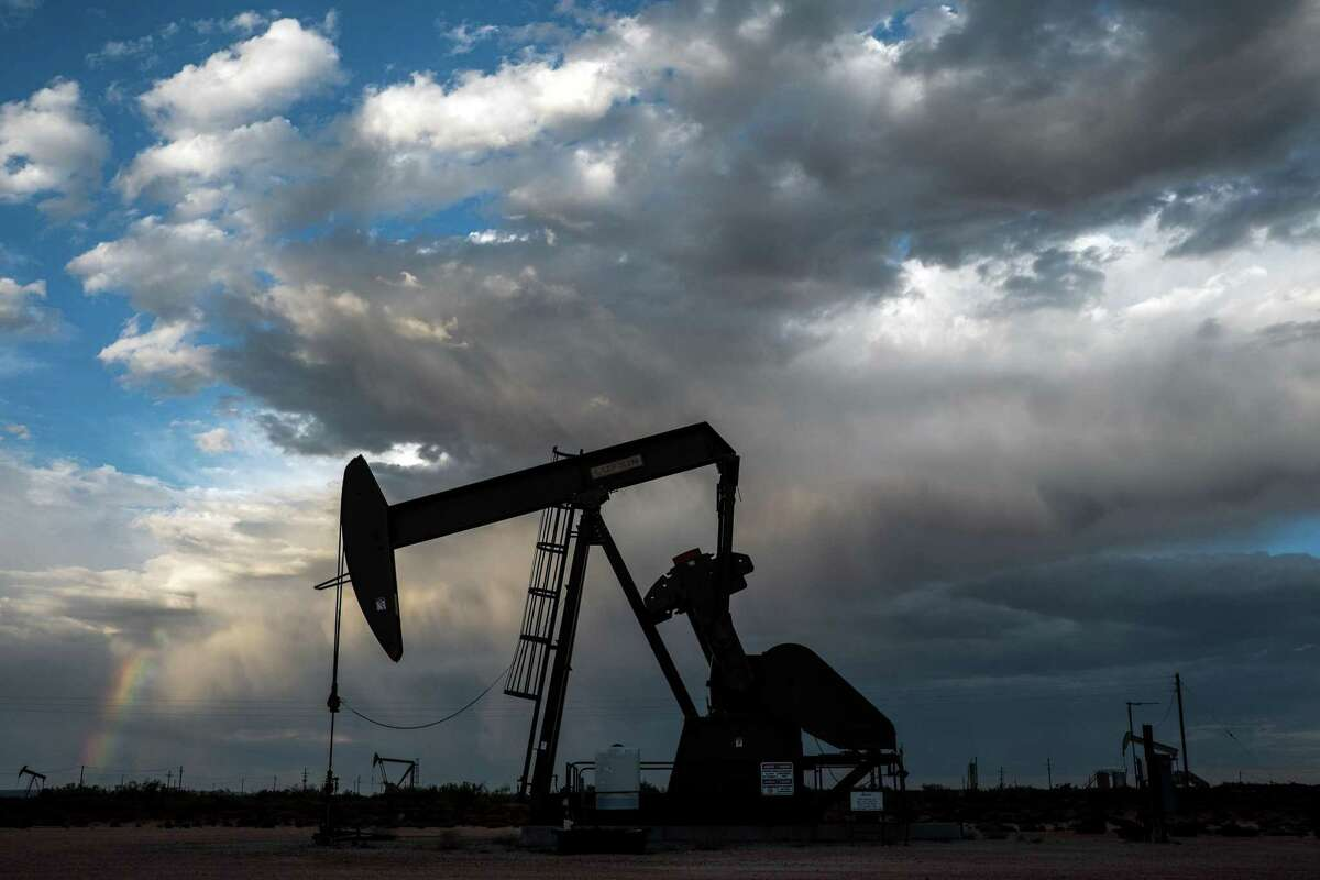 Two oil and gas companies, Independence Energy of Houston and Contango Oil & Gas of Fort Worth, said they would merge in an all-stock agreement to create a company with a market value of just under $5 billion.
