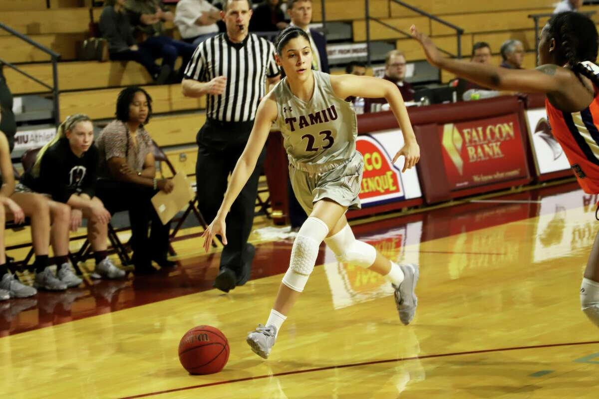 Nicole Heyn nearly averaged a double-double with 14.3 points and 9.7 rebounds per game.
