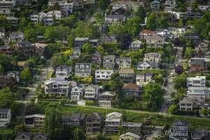 Aerial view og houses in Seattle's Queen Anne neighborhood.