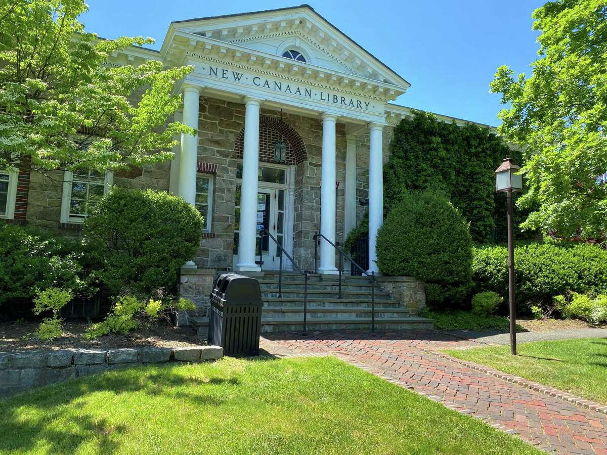 The front of the 1913 portion of the New Canaan Library.