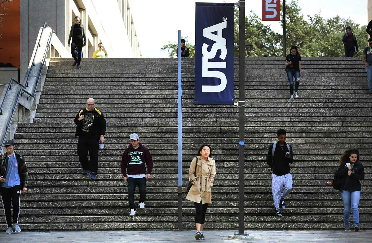 Students make their way to class at the main UTSA campus. Texas' public university officials and higher education leaders said state lawmakers added a last-minute influx of $380 million in funding for four-year universities and health institutions.