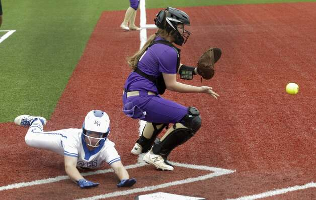 Chesnee Clements #6 of Barbers Hill beats the throw home to score on Kaylee HornbergerÕs single in the second inning of a Class 5A UIL state semifinal game at Leander High School, Friday, June 4, 2021, in Leander. Photo: Jason Fochtman/Staff Photographer / 2021 ? Houston Chronicle