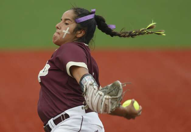 Deer Park starting pitcher Hannah Benavides (7) throws in the first inning of a Class 6A state semifinal game, Friday, June 4, 2021, in Leander. Photo: Jason Fochtman/Staff Photographer / 2021 © Houston Chronicle
