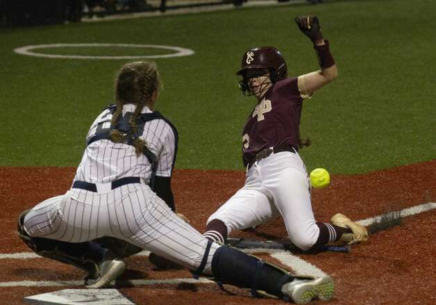 Madison Bailey #32 of Deer Park scores on Bryanna FuentesÕ 2-RBI single in the fifth inning of a Class 6A state semifinal game, Friday, June 4, 2021, in Leander. Photo: Jason Fochtman/Staff Photographer / 2021 ? Houston Chronicle