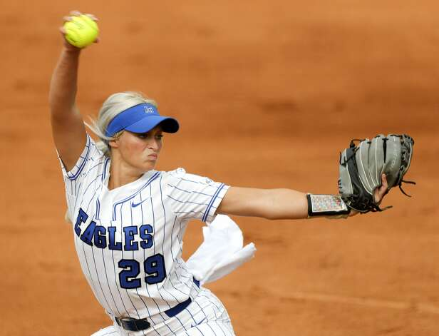 Barbers Hill starting pitcher Sophia Simpson (29) throws in the first inning of the Class 5A UIL state championship game at Red & Charline McCombs Field, Saturday, June 5, 2021, in Austin. Photo: Jason Fochtman/Staff Photographer / 2021 © Houston Chronicle