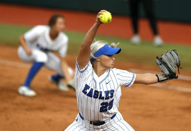 Barbers Hill starting pitcher Sophia Simpson (29) throws in the first inning of the Class 5A UIL state championship game at Red & Charline McCombs Field, Saturday, June 5, 2021, in Austin. Photo: Jason Fochtman/Staff Photographer / 2021 ? Houston Chronicle