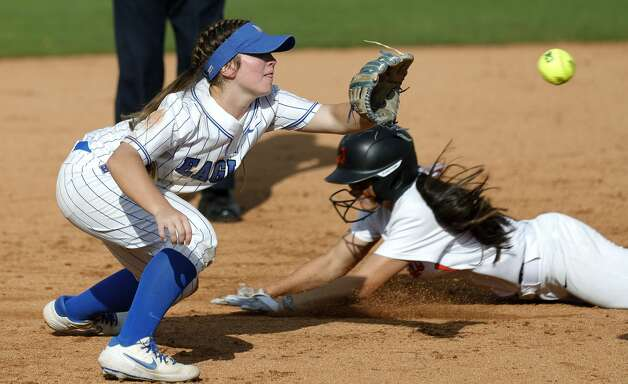 Barbers Hill shortstop Reagan Duty (47) fields a throw to Macy Graf #1 of Aledo during the third inning of the Class 5A UIL state championship at Red & Charline McCombs Field, Saturday, June 5, 2021, in Austin. Photo: Jason Fochtman/Staff Photographer / 2021 ? Houston Chronicle