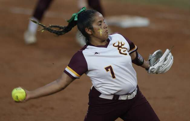 Deer Park starting pitcher Hannah Benavides (7) throws in the first inning of the Class 6A UIL state championship game at Red & Charline McCombs Field, Saturday, June 5, 2021, in Austin. Photo: Jason Fochtman/Staff Photographer / 2021 © Houston Chronicle